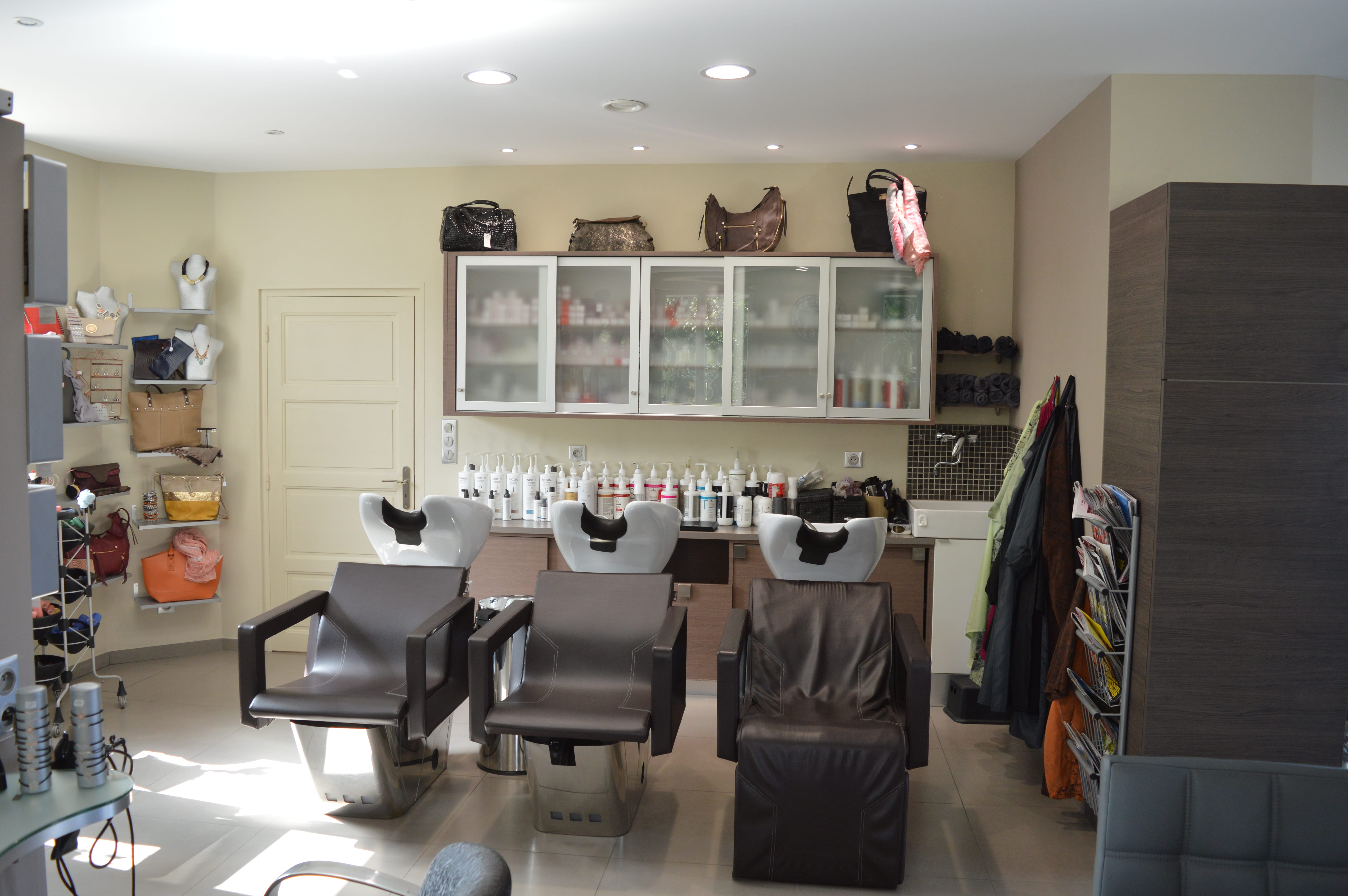 Salon 10 - Elu00e9gance Coiffure